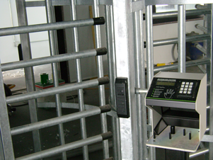 access control turnstiles, guard shack with turnstiles and access control, security turnstiles in guardhouse